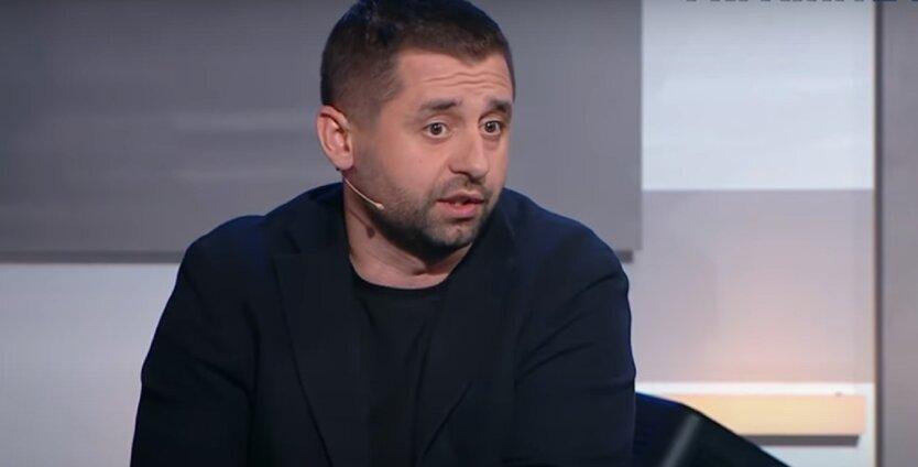 Арахамия объяснил блокировку трех телеканалов