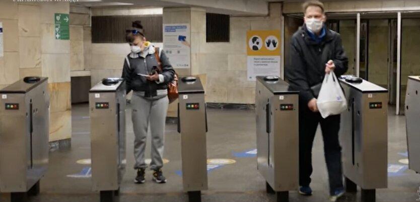 В метро Киева изменили правила проезда: где можно купить и пополнить е-билет