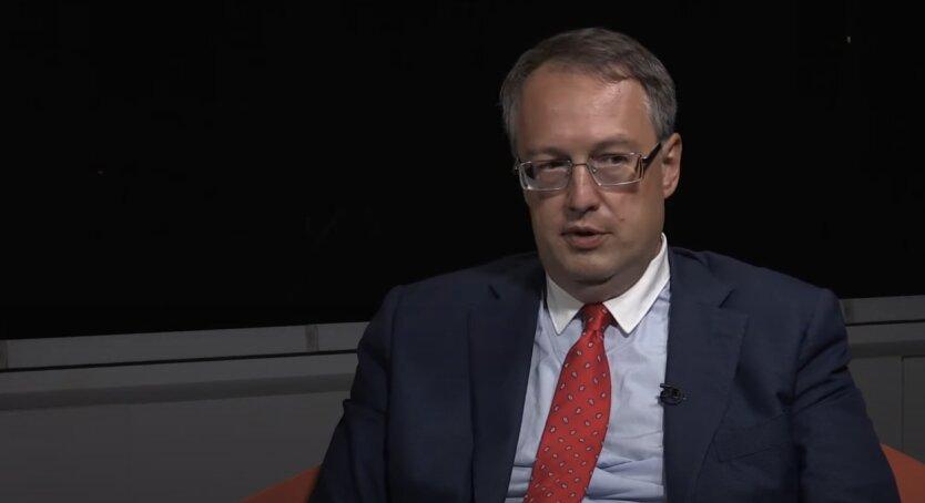 Геращенко показал видео ужасного ДТП в Киеве с двумя погибшими
