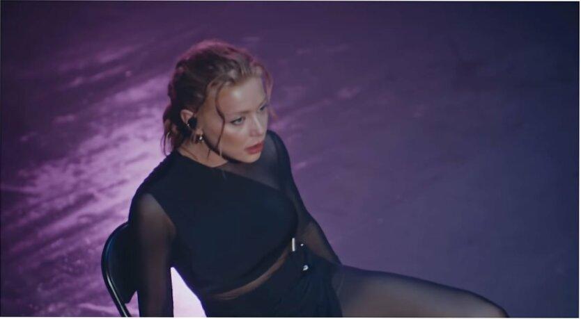 Тина Кароль представила первый live-перформанс хита
